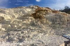 IMG_3682_b-Mammoth-Hot-Springs-Calcium-carbonate-deposition