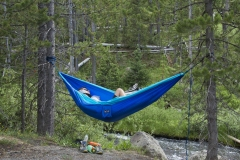 MG_0976-Young-couple-in-a-hammock