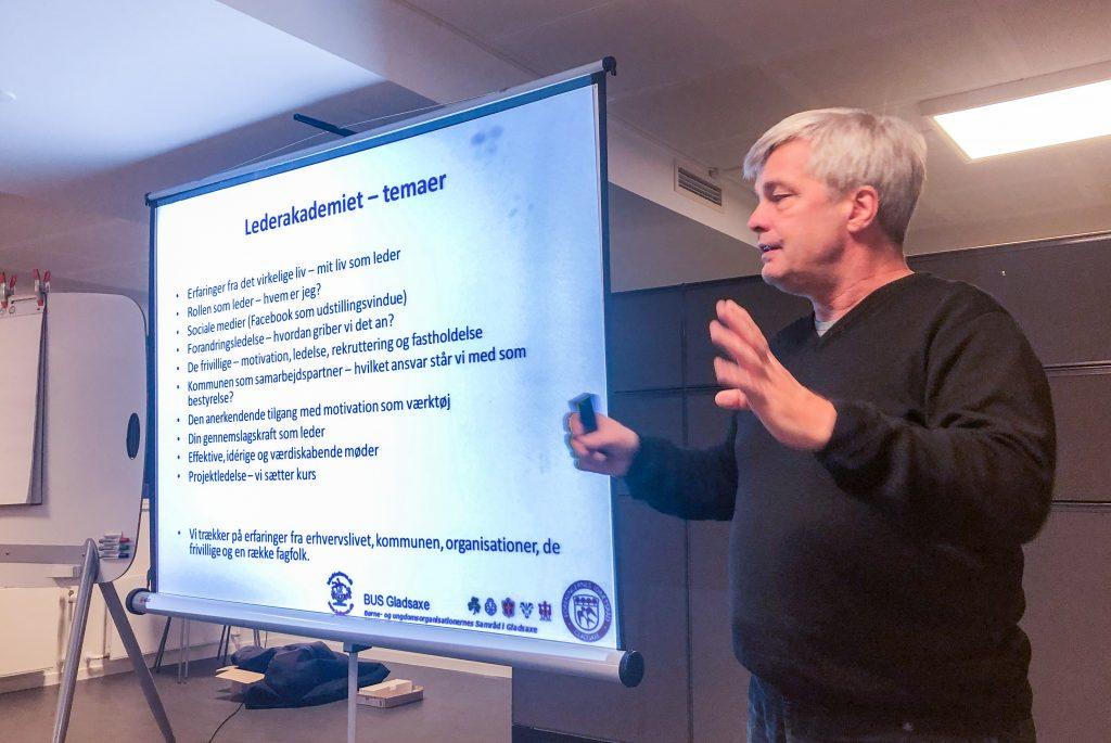 Her er det kursusleder Henning Hansen fra Sporthouse, der fortæller om de kommende måneders emner.