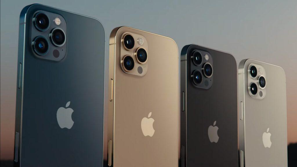 Den 13. oktober 2020 annoncerede Apple fire nye iPhone 12-modeller. Her ses iPhone 12 Pro i de fire tilgængelige farver. Fotoet er fra Apples præsentationsvideo.